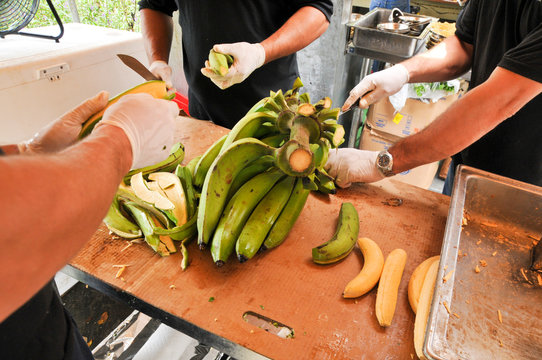 fried bananas for puerto rico food