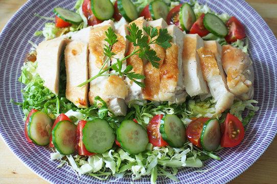 チキンソテーのサラダ