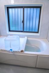 防災対策でお風呂とポリタンクに水を貯める