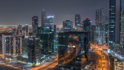 Papiers peints Autoroute nuit Dubai's business bay towers aerial night timelapse.