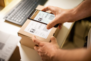 Delivery service, scanning a shipping label