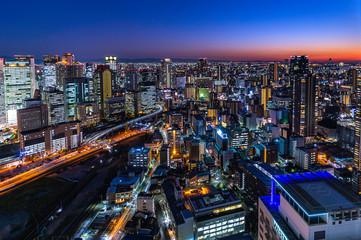 Foto auf Acrylglas Schwarz 梅田スカイビル空中庭園展望フロアから見た大阪の夜景