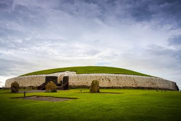 Newgrange passage tomb in the Boyne valley Fototapete