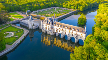 Montage in der Fensternische Altes Gebaude Chateau de Chenonceau is a french castle spanning the River Cher near Chenonceaux village, Loire valley in France