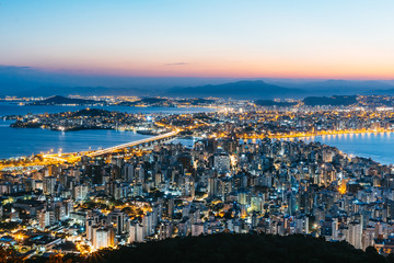Photo sur Aluminium Brésil Sunset skyline view of downtown at Florianopolis city in Brazil