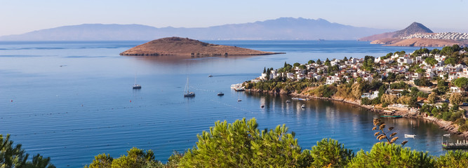 Foto auf Leinwand Küste Aegean coast with marvelous blue water, rich nature, islands, mountains and small white houses