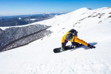 Fototapete - A boy on the snowboard..