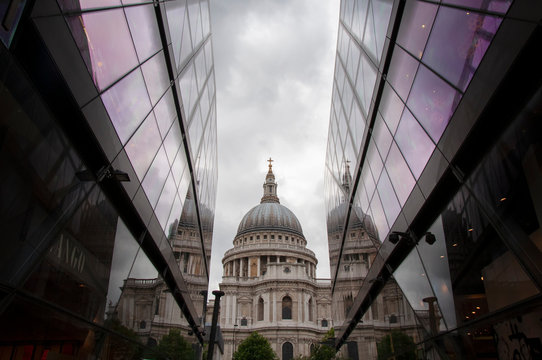 St. Paul's Cathedral Through One New Hope