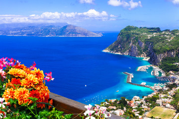 Photo sur Plexiglas Bleu fonce Italian summer holidays - beautiful Capri island, Campania, Italy