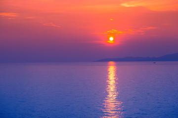 Türaufkleber Koralle Beautiful sunset on the sea