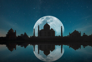 Taj Mahal at night Fotomurales