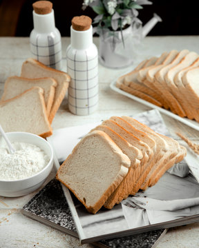sliced white bread with sour cream