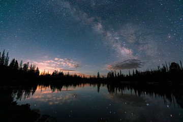 Fotobehang Nachtblauw Moonrise and the Milky Way in the Uinta Mountains, Utah, USA.