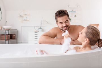 Fotomurales - Beautiful young woman spending time with her husband while taking bath