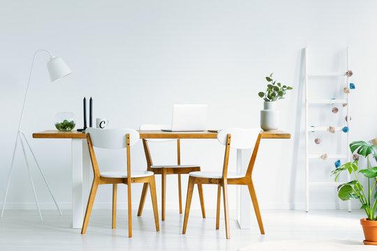 椅子とテーブル インテリア