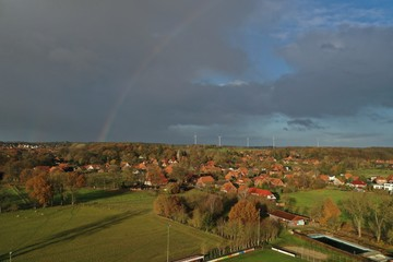 Regenbogen im Herbst Luftbildaufnahme