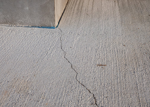 Riss im Beton Bauschaden
