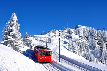 Spoed Fotobehang Spoorlijn Schneelandschaft