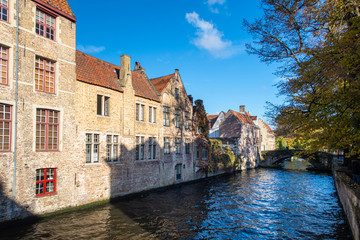 Foto auf Leinwand Brugge buildings along the river in brugge