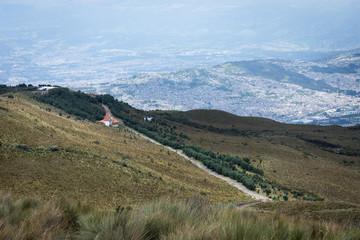 Volcan Pichincha au-dessus de Quito, Équateur