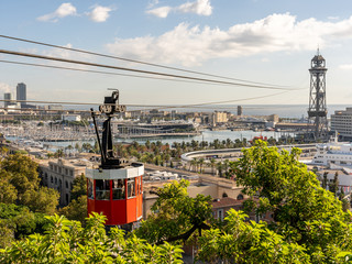 historic red cable car cabin with harbor and panorama of Barcelona city, spain Fotomurales