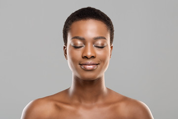 Fototapete - Beautiful afro woman with closed eyes, natural makeup and perfect skin