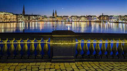 Hamburg, Balustrade geschmückt Binnenalster abends HD
