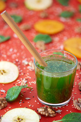 Spinach green smoothie with bamboo straw