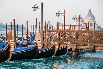 Foto op Aluminium Gondolas Ocean cruise liner arriving to port of Venice