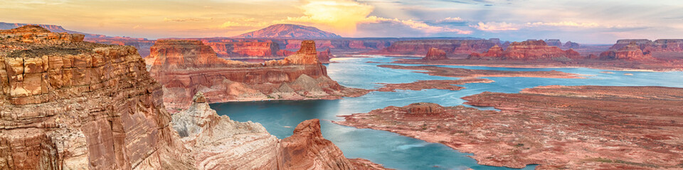 Zelfklevend Fotobehang Arizona Lake Powell panoramic sunset landscape, Arizona, USA. Alstrom Point. Travel concept.
