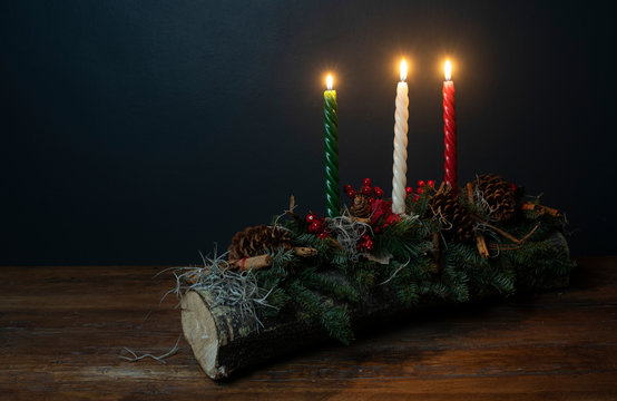 tonco yule con velas encendidas navidad celebracion ritual