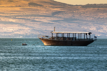 Foto auf Leinwand Beige Boat in the Sea of Galilee in early morning