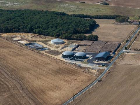 vue aérienne de silos près de Chateauroux dans l'Indre en France