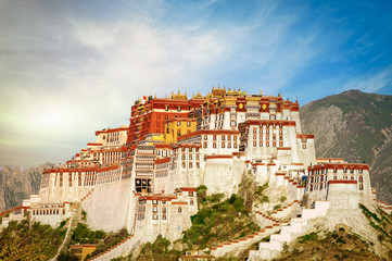 The famous Potala Palace in Lhasa, Tibet Fototapete