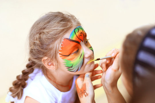 children's makeup artist, does animation make-up on little girls