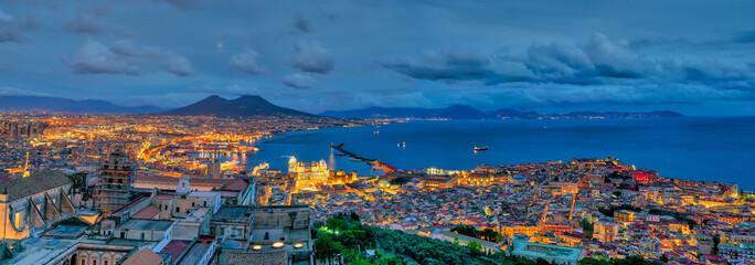 Panoramica di Napoli di notte