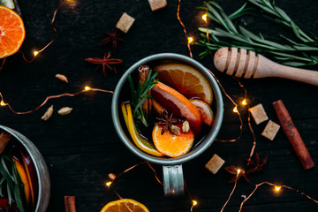 Foto op Plexiglas Alcohol Hot red wine mulled wine with citruses and spices