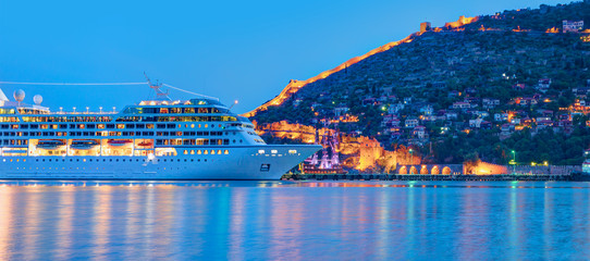 Photo sur cadre textile Europe Méditérranéenne Beautiful white giant luxury cruise ship on stay at Alanya harbor