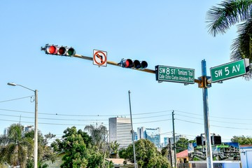 traffic light, street sign with blue sky , miami city florida usa america Fotomurales