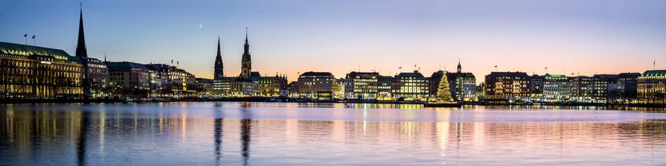 Hamburg Altstadt Panorama Vorweihnachtszeit abends