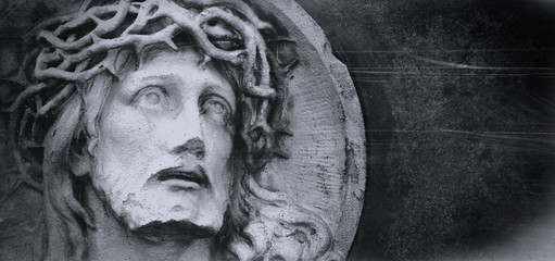 Fotomurales - Jesus Christ crown of thorns. Fragment of ancient statue
