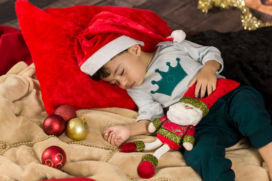 Bebê dormindo na noite de natal