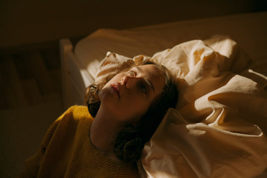 atmospheric portrait of a girl on the couch in beautiful light