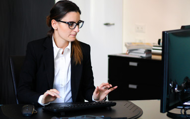 Secretary atg work in her office with a desktop pc