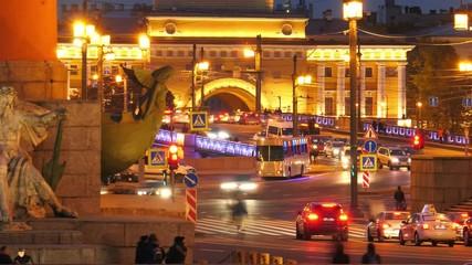 Fotobehang - Pan across night city traffic on the Palace Bridge at Old Saint Petersburg Stock Exchange and Rostral Columns. Timelapse, 4K UHD.