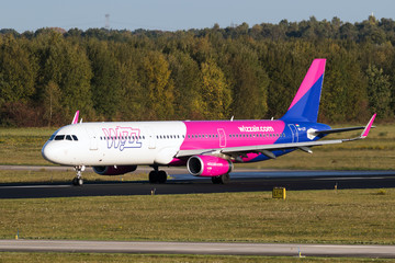Airbus A321 plane from Wizz Air airline landing at Eindhoven Airport on October 27, 2017