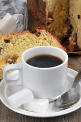 Tasse de café et panettone