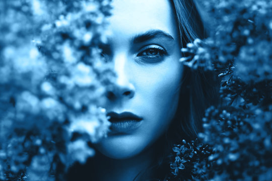 Outdoor fashion photo of attractive young woman surrounded by lilac.