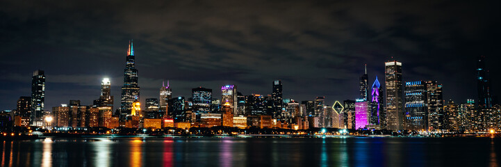 Spoed Foto op Canvas New York Night Chicago Skyline
