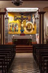 altar religioso en iglesia de pueblo